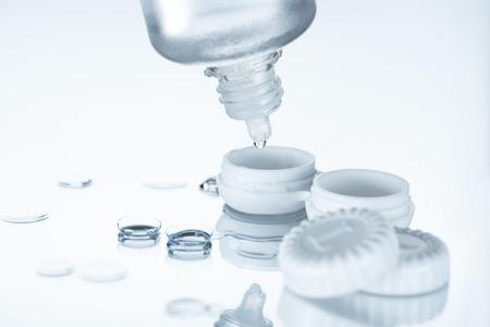 Photo pour close up view of contact lenses and its storage equipment on white backdrop - image libre de droit