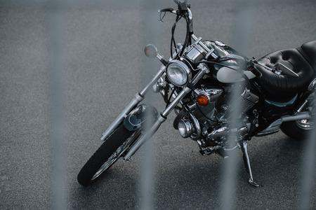 Foto de classic cruiser motorcycle standing on asphalt road - Imagen libre de derechos