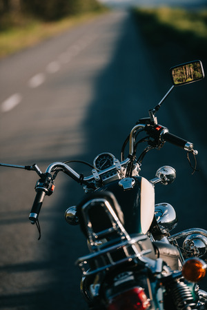 Foto de cruiser motorcycle standing on asphalt road - Imagen libre de derechos