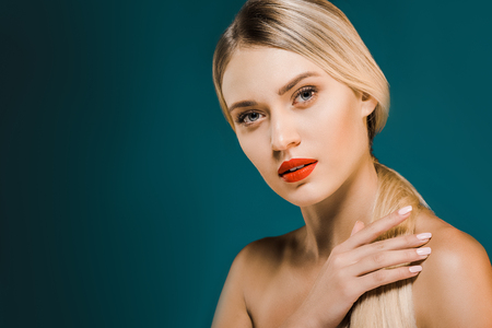 Foto per portrait of beautiful blond woman with red lips and bare shoulders on dark background - Immagine Royalty Free