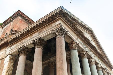 Foto per Portico of the Pantheon building with Corinthian columns - Immagine Royalty Free
