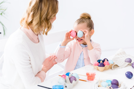 Foto de Father and daughter having fun with colored Easter eggs - Imagen libre de derechos