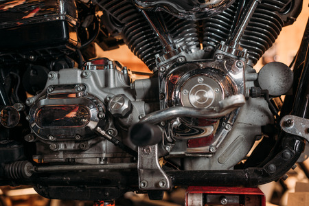 Foto de close-up shot of vintage motorcycle engine - Imagen libre de derechos