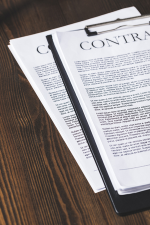 Foto de juridical contract documents on wooden table, law concept - Imagen libre de derechos