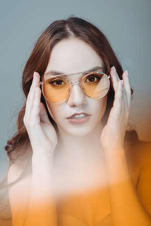 Photo pour nude girl posing in yellow sunglasses, isolated on grey - image libre de droit