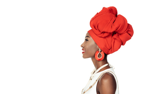 Photo pour side view of african american woman in ethnic accessories  isolated on white - image libre de droit