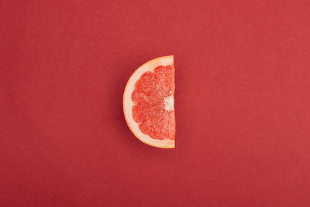 Photo pour top view of half slice of fresh ripe juicy grapefruit red background - image libre de droit