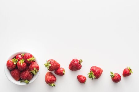 Foto de top view of sweet and whole strawberries on bowl on white background - Imagen libre de derechos