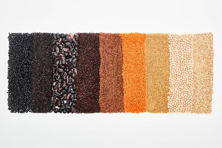 Foto de top view of assorted black beans, rice, quinoa, buckwheat, chickpea and red lentil isolated on white - Imagen libre de derechos