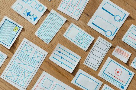 Foto de Top view of layouts of user experience design on wooden table - Imagen libre de derechos