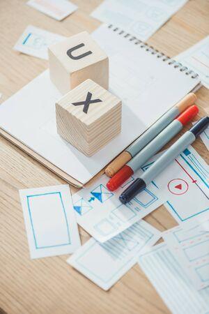 Foto de Selective focus of cubes with ux letters and website app layouts on wooden table - Imagen libre de derechos
