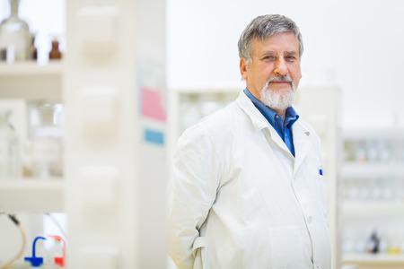 Foto de Senior male researcher carrying out scientific research in a lab (shallow DOF; color toned image) - Imagen libre de derechos