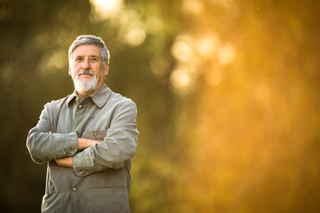 Foto de Portrait of a senior man outdoors - Imagen libre de derechos