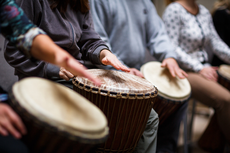 Foto de Group of people playing on drums - therapy by music - Imagen libre de derechos