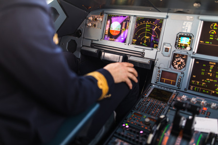 Photo pour Pilot's hand accelerating on the throttle in  a commercial airliner airplane flight cockpit during takeoff - image libre de droit