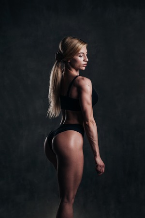 Photo pour Studio Shot of a Stunning Hot Sporty Body of a Fitness Woman with Perfect Forms - image libre de droit