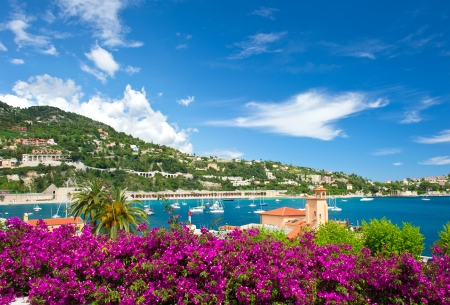 Photo pour french reviera, view of luxury resort and bay of Villefranche-sur-Mer near Nice and Monaco - image libre de droit