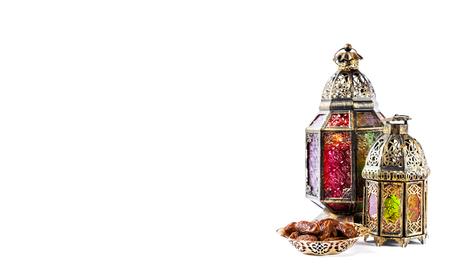 Photo pour Oriental light lantern decoration and sweet food. - image libre de droit