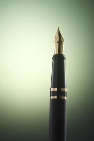 Photo pour fountain pen on the color background - image libre de droit