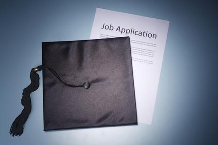 Photo pour stock image of the mortar board and job application form - image libre de droit