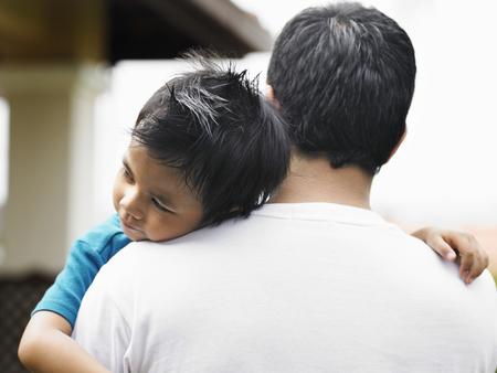 Photo pour Son asleep on father shoulder - image libre de droit