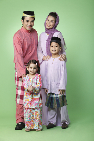 Photo pour family portrait with traditional outfit - image libre de droit