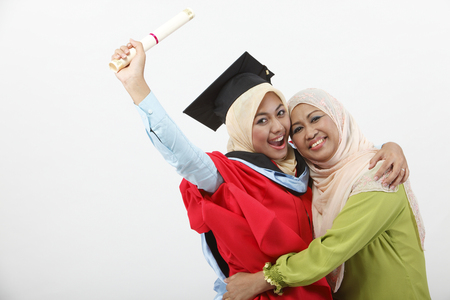 Photo pour Young woman with her mother on graduation day - image libre de droit