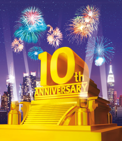 Foto de Golden 10 years anniversary against city skyline - Imagen libre de derechos