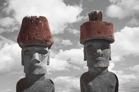 Photo pour Moais at Ahu Tongariki (Easter island, Chile). black and red and white photo - image libre de droit