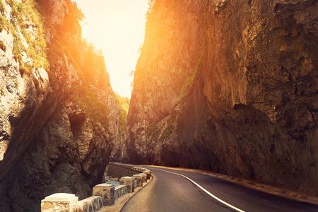 Photo pour Mountain road - image libre de droit