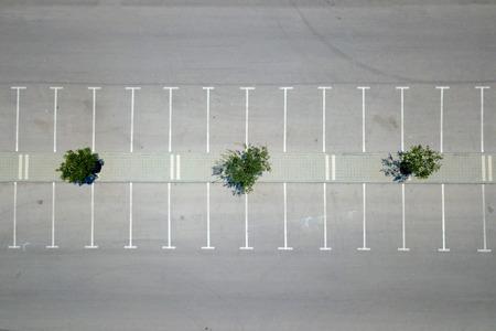 Foto de Empty parking lot - Top down aerial view - Imagen libre de derechos