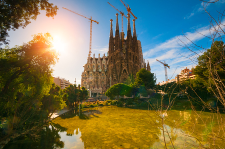Foto de BARCELONA, SPAIN - JANUARY 02, 2018: The Cathedral of La Sagrada Familia against blue sky - Imagen libre de derechos