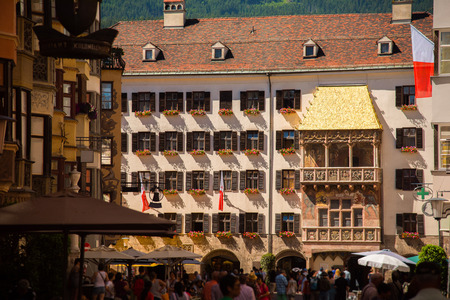 Photo pour Golden Roof in city square of Innsbruck - image libre de droit