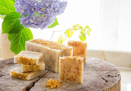 Foto de homemade calendula and tea tree herbal natural soap using olive oil shea and cocoa butter - Imagen libre de derechos