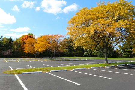 Foto de empty parking lot - Imagen libre de derechos