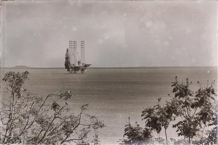 Foto de in  australia  the concept of industrial  with an off shore platform in the clear ocean - Imagen libre de derechos