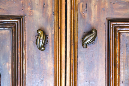 Photo pour  abstract  house door    in italy   lombardy   column  the milano old       closed nail - image libre de droit