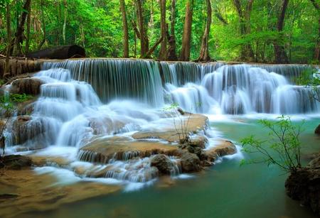 Foto de Deep forest Waterfall, Kanchanaburi, Thailand - Imagen libre de derechos