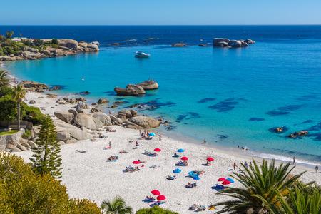 Foto de Beautiful day in Camps Bay in Cape town, South Africa - Imagen libre de derechos