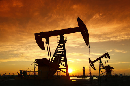 Photo pour Oil pump, oil industry equipment - image libre de droit