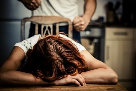 Foto de Crying woman is victim of domestic violence - Imagen libre de derechos