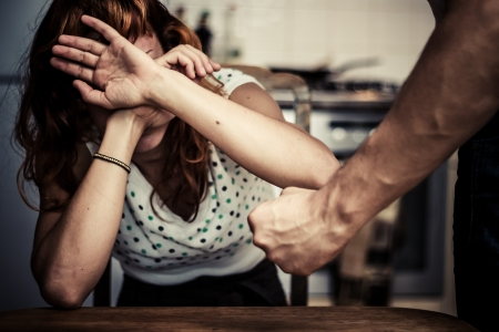 Foto de Young woman is a victim of domestic abuse - Imagen libre de derechos