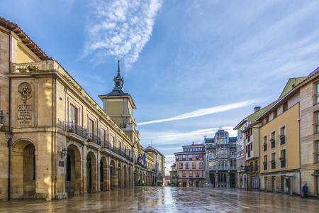 Photo pour Oviedo, Asturias, Spain; January 2016: The Constitution Square is the Main square of Oviedo, it hosts the city hall of the city, in the province of Asturias, Spain - image libre de droit