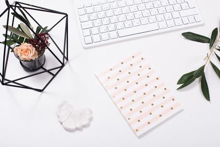 Foto de White feminine tabletop flatlay - Imagen libre de derechos