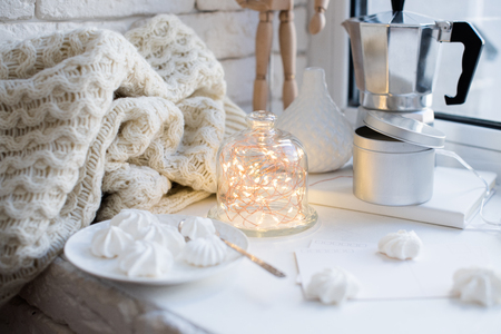 Photo pour Cozy winter interior styling and decor, warm string lights in bell jar - image libre de droit