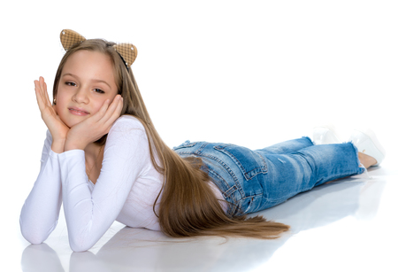 Foto de A teenage girl lies on the floor - Imagen libre de derechos