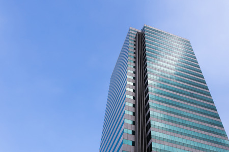 Photo pour Modern office building against clear blue sky. - image libre de droit