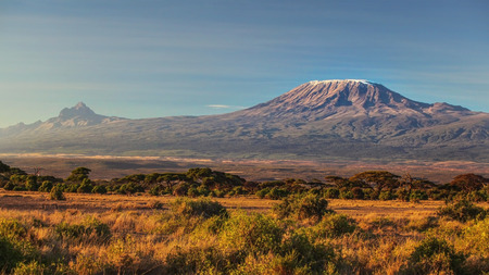 Photo pour arid dry African savanna in late evening with Mount Kilimanjaro, highest peak i Africa. Amboseli National Park, Kenya - image libre de droit