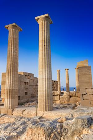 Foto de Doric temple of Athena Lindia on Acropolis of Lindos (Rhodes, Greece) - Imagen libre de derechos