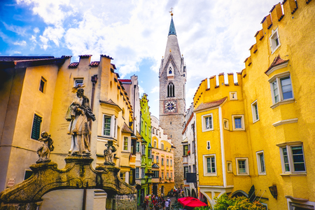 Photo pour Torre Bianca of Bressanone (Brixen) - south tyrol - Bozen (Bolzano) province - Italy - image libre de droit